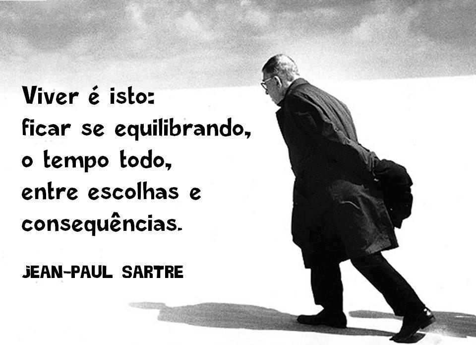 """Foto de Sartre com a frase: """"Viver é isso: ficar se equilibrando, o tempo todo, entre escolhas e consequencias""""."""